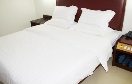 【龙川县】东桥商务宾馆豪华单人房/标准双人房(2选1)套餐仅售88元,可享受市场价278元