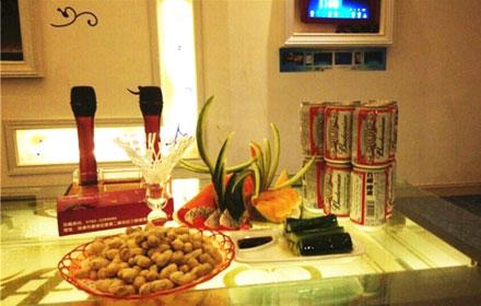 【宝源路】【维度90KTV】百威啤酒套餐;中/小房晚间场(19:00-03:00)仅售238元,市场价316元