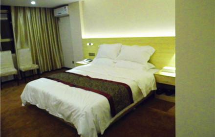 【旺福路】旺福林商务酒店豪华单人/间/晚,仅售168元,市场价238元。