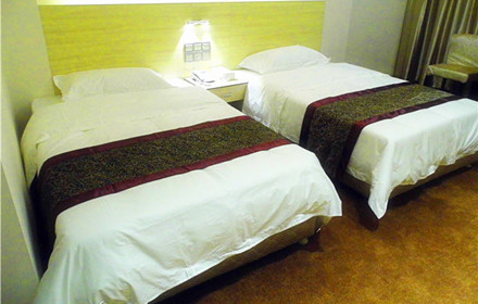 【旺福路】旺福林商务酒店豪华双人房/间/晚,仅售188元,市场价268元。