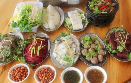 【万绿大道】万绿牛庄4-5人火锅套餐;仅售228元,市场价:308元。