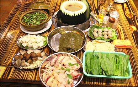 【河源大道】诚丰大酒店土菜馆6人水鱼火锅套餐,仅售448元,市场价546元。