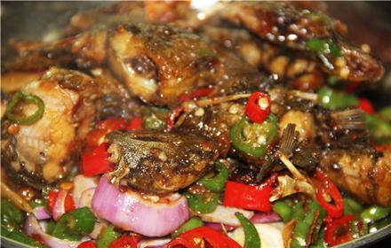 【高新区】湘港湘菜馆2至4人套餐B,仅售149元,市场价209元;节假日通用!高新区范围内提供免费配送。