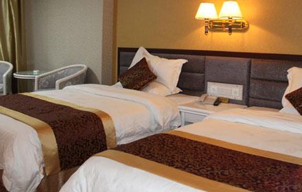 仅售168元,原价538元华瑞酒店麻将豪华双人房;一间入住一晚。提供洗簌用品。房间配置有空调、电视、衣柜、电话等并有冷热水供应,更多酒店优惠尽在拉你去团购网酒店频道!