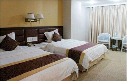 仅售150元,原价468元华瑞酒店标准双人房;一间入住一晚。提供洗簌用品。房间配置有空调、电视、衣柜、电话等并有冷热水供应,更多酒店优惠尽在拉你去团购网酒店频道!