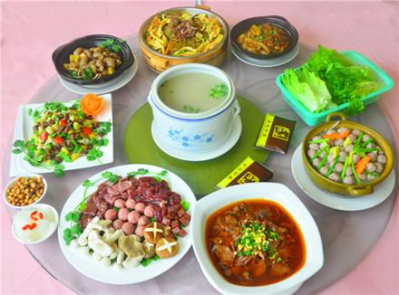 【兴源东路】众兴驴庄6-8人套餐,仅售328元,市场价460元。