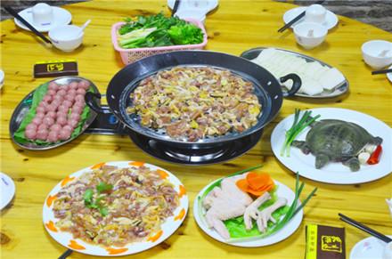 【兴源东路】众兴驴庄桑拿鸡8-10人套餐,仅售288元,市场价488元。