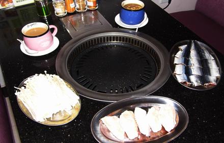 【学生路】英港烧烤韩式自助烧烤双人餐仅售58元,尊享市场价75元;