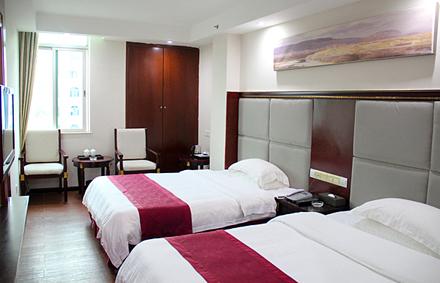【河源大道北】今日商务酒店商务豪华双人套房入住1晚,仅售238元,尊享市场价688元,可连续入住,免费WiFi。