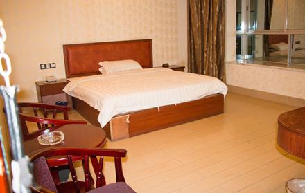 【龙川县】华庭商务宾馆套房入住1晚,仅售168元,尊享市场价180元