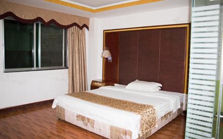 【龙川县】富华酒店套房入住1晚,仅售160元,尊享市场价180元
